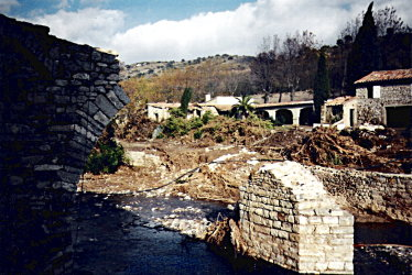 Cascastel's Medieval Bridge after the November 1999 flooding